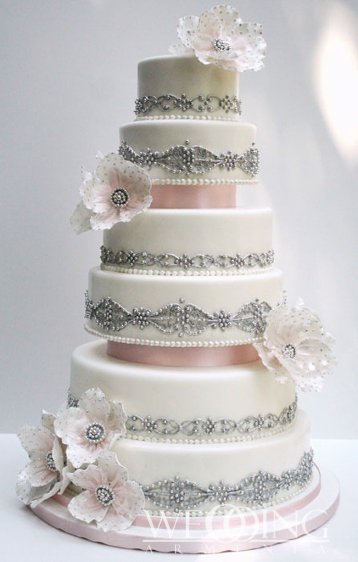 Most Luxurious Wedding Cakes